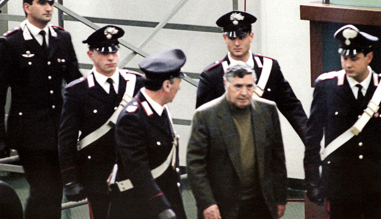 Totò Riina, capo de la mafia en Italia, en su prisión en Palermo, en 1993. (Foto: AFP)