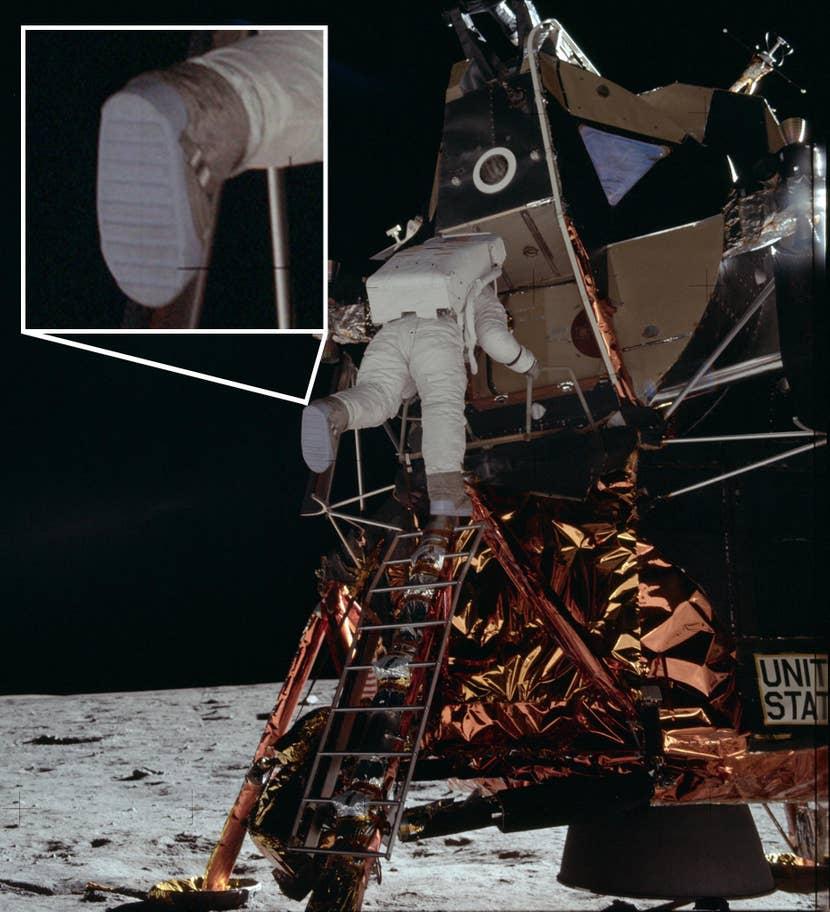 Buzz Aldrin bajando de la nave espacial (Foto: NASA)