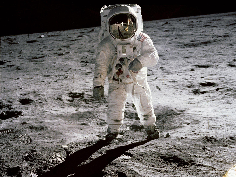 Buzz Aldrin caminando sobre la luna en una imagen icónica tomada porNeil Armstrong. (NASA)