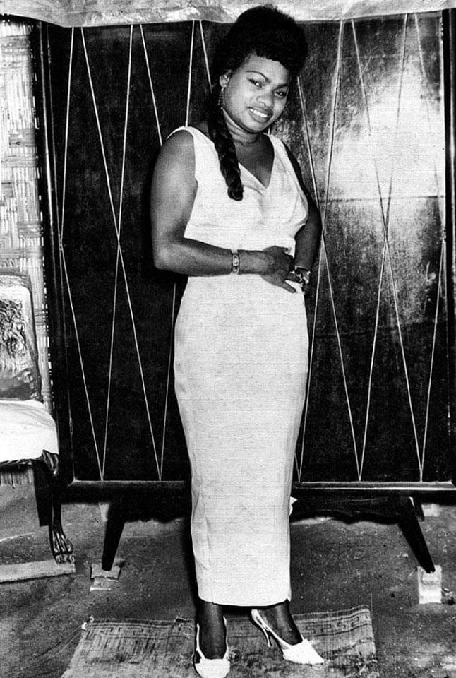 Con el cabello trenzado, Lucha siempre lucía elegante. (Foto: Facebook Lucha Reyes