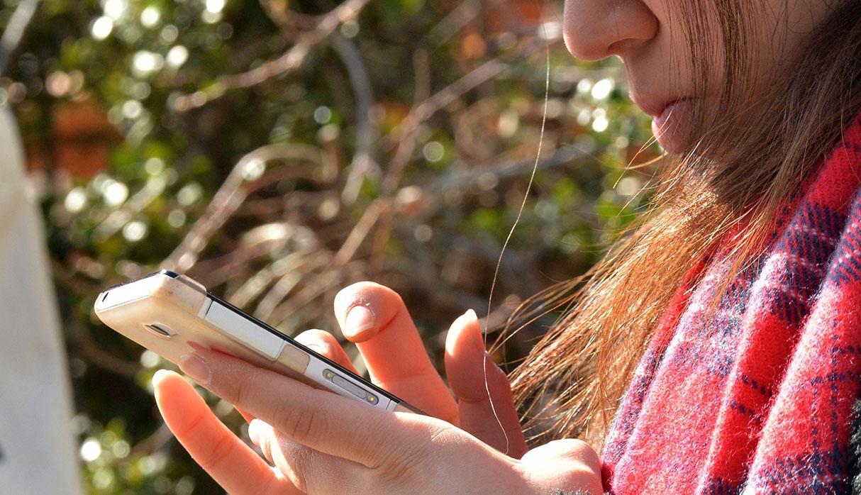 La idea de la ley es que las personas sean responsables con el uso de los dispositivos electrónicos. (Foto: AFP)