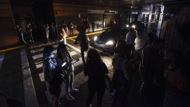 La incertidumbre continúa en Venezuela en medio de apagones y escasez de ciertos productos en el mercado. (Foto: AFP)