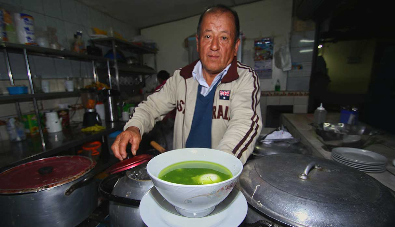 Zenobio Vargas es uno de los pocos que ofrecen este delicioso desayuno cajamarquino aquí en Lima. (Foto: Antonio Melgarejo)
