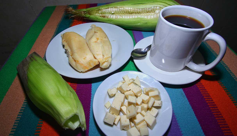 Las humitas son ligeras y rellenas con queso. Son infaltables a la hora del desayuno. (Foto: Antonio Melgarejo)