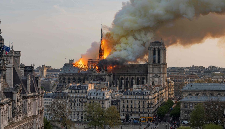 Vista del incendio que se registró en la catedral de Notre Dame de París el 15 de abril de 2019. (Foto: AFP)