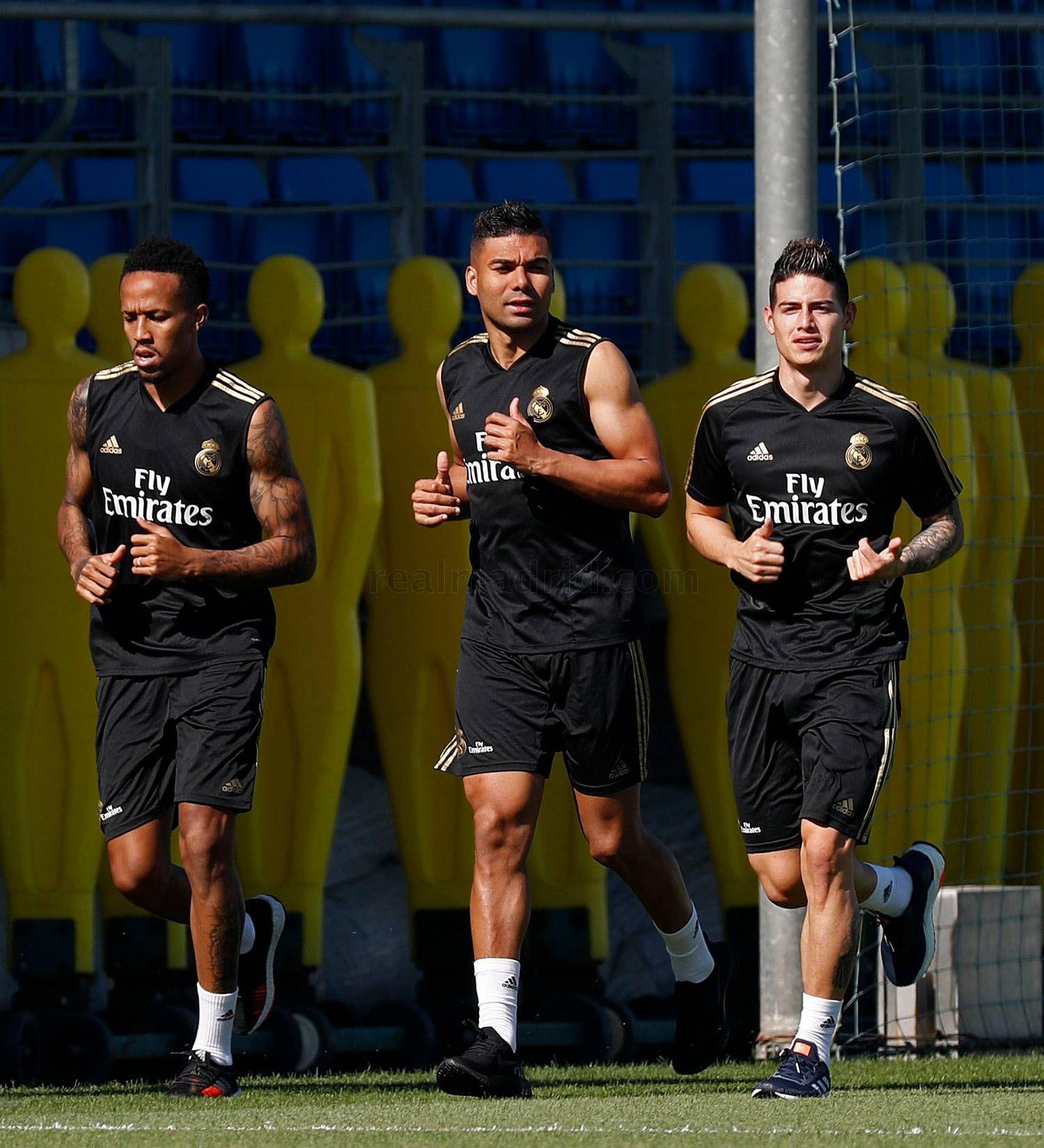 Militao, Casemiro y James, en sus primeros trabajos de pretemporada. (Foto: Real Madrid)