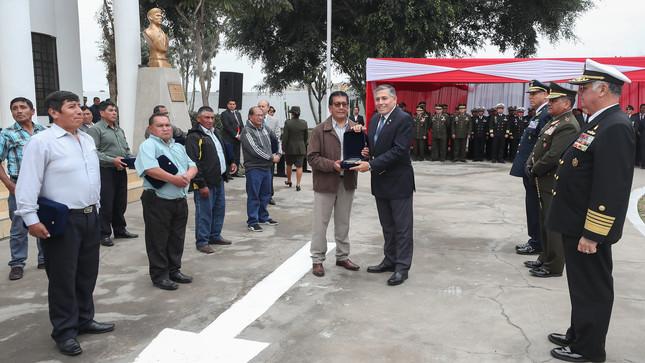 El jueves último, el ministro de Defensa, Jorge Moscoso Flores, presidió la ceremonia de reconocimiento público a este grupo de minero. (Foto: Mindef)