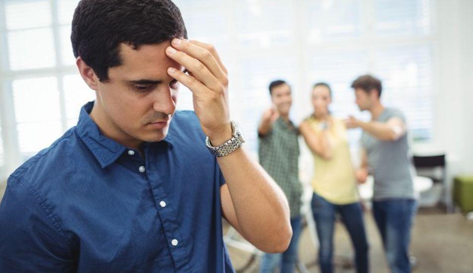 En un ambiente tóxico, los colegas tienen comportamientos agresivos y no se comunican con cordialidad y respeto. (Foto: Freepik)