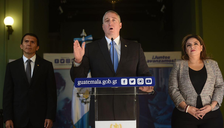 El ministro guatemalteco de Interior, Enrique Degenhart se reunió con el secretario de Seguridad Interna de Estados Unidos, Kevin McAleenan, en Ciudad de Guatemala. (Foto: EFE)