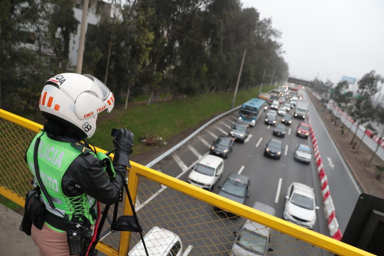 PNP destinó un total de 250 agentes de tránsito para verificar el cumplimiento de 'pico y placa', además 80 cámaras con trípode serán usadas para las fotopapeletas. (Foto: GEC)