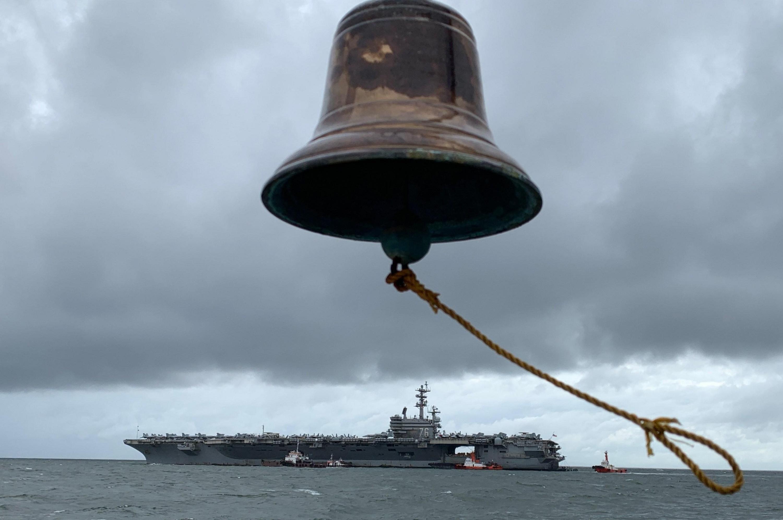 El portaaviones estadounidense 'USS Ronald Reagan' se encuentra anclado en Manila. (EFE)