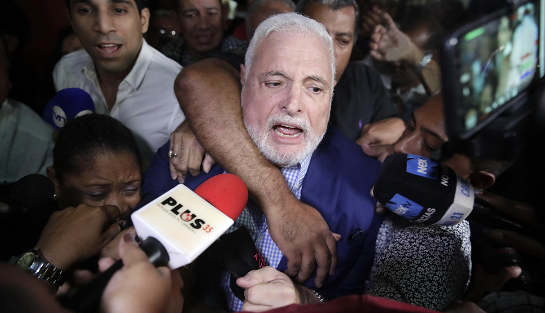 Ricardo Martinelli celebra tras quedar en libertad. (Foto: EFE)
