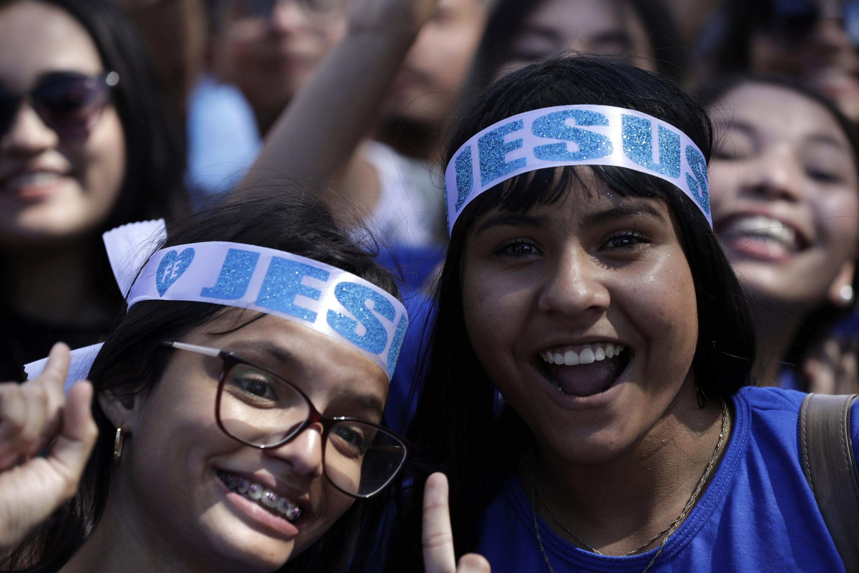 Los jóvenes participan del evento Marcha para Jesús en Brasil. (Foto: AP)