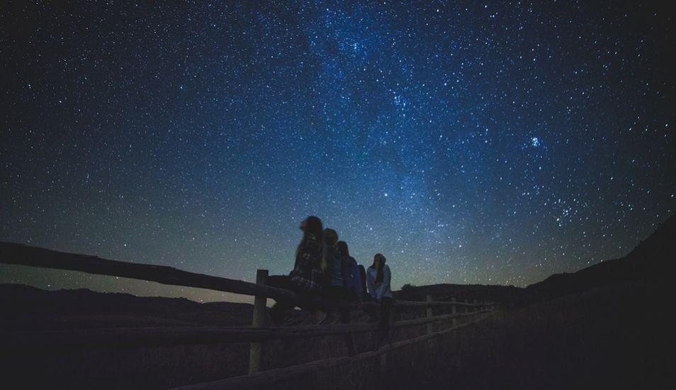 Para ver las lluvias de estrellas debe alejarse de la ciudad. (Foto: Pixabay)
