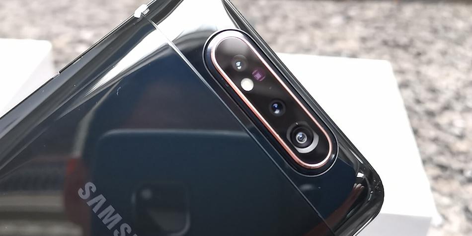 El Samsung Galaxy A80 cuenta con triple cámara y es giratoria: puedes usarla para tus fotos casuales, así como para tus selfies. (Foto: La Prensa)