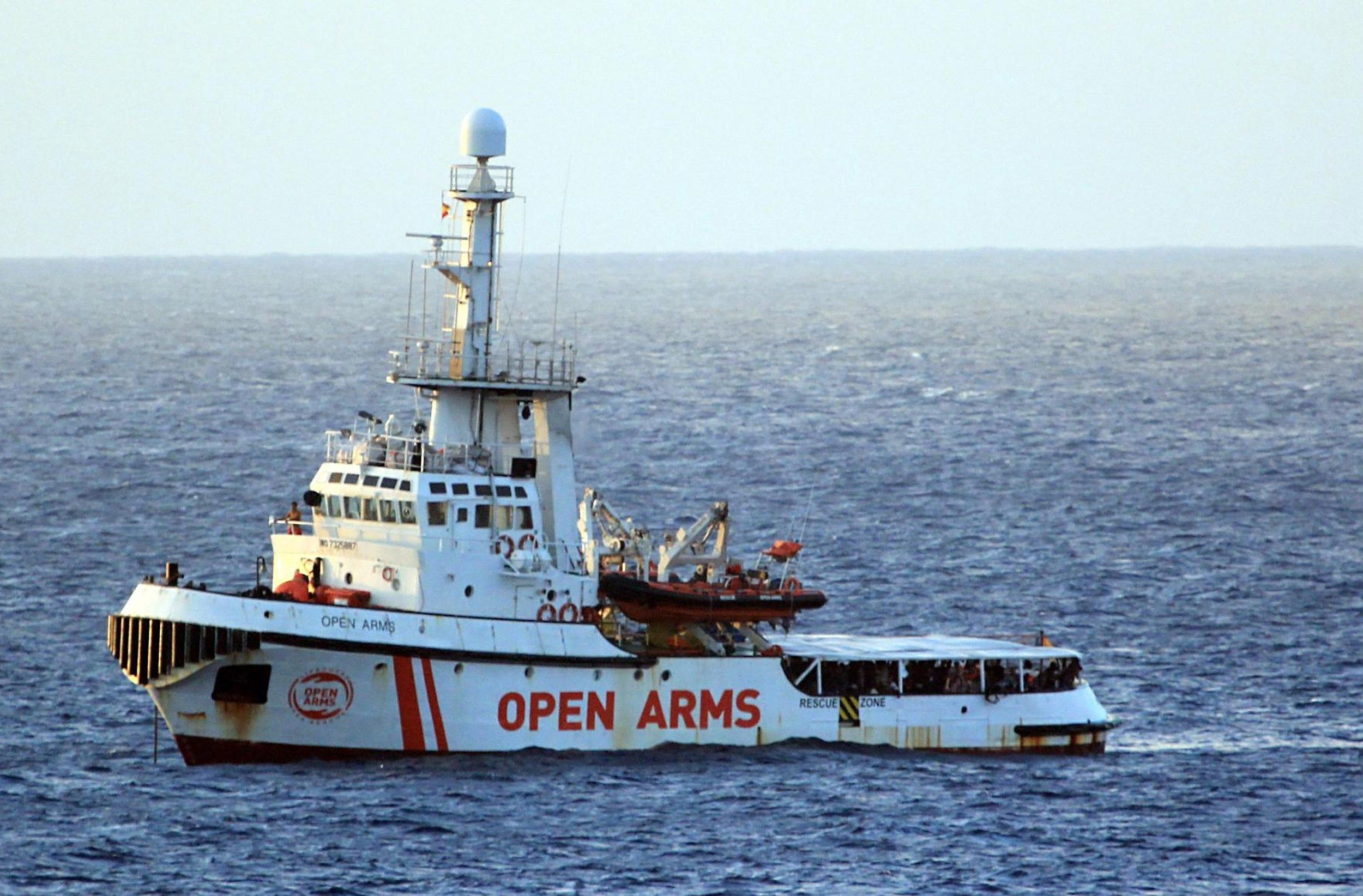 Una vista del barco humanitario español Open Arms. (Foto: EFE)