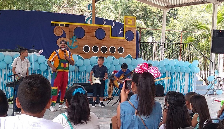 'Raymundín' trabaja vestido de payaso en una gasolinera de México y también en fiestas infantiles. (Foto: captura Facebook)