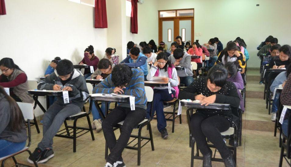 Gran cantidad de jóvenes luchan por una vacante a la UNMSM. (Foto: Andina)