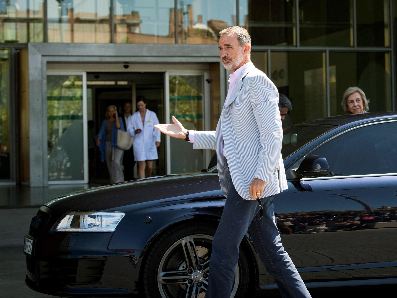 El rey Felipe VI acudió este sábado, junto a la reina emérita Sofía, al hospital en Madrid. (Foto: EFE)