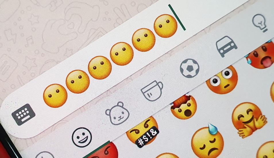 El emoji de la carita sin boca se encuentra en el primer apartado de emoticones de WhatsApp. ¿Lo viste? (Foto: WhatsApp)