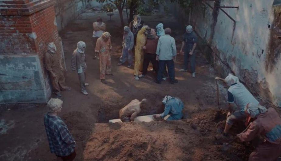 'Bruni' manda a enterrar vivo a 'Diosito'. Sin embargo, pierde pronto el control del penal San Onofre. (Foto: Underground)