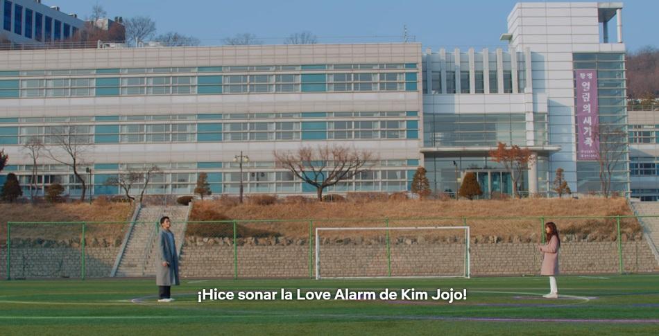 Hye-young descarga Love Alarm y le confiesa su amor a Jojo (Foto: Netflix)
