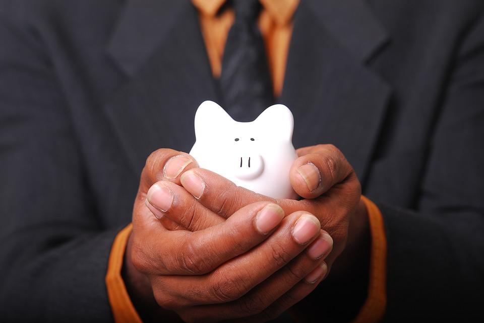 Por lo general, las personas que piensan en el bienestar a futuro tienden a ahorrar con más rigurosidad. (Foto: Pixabay)