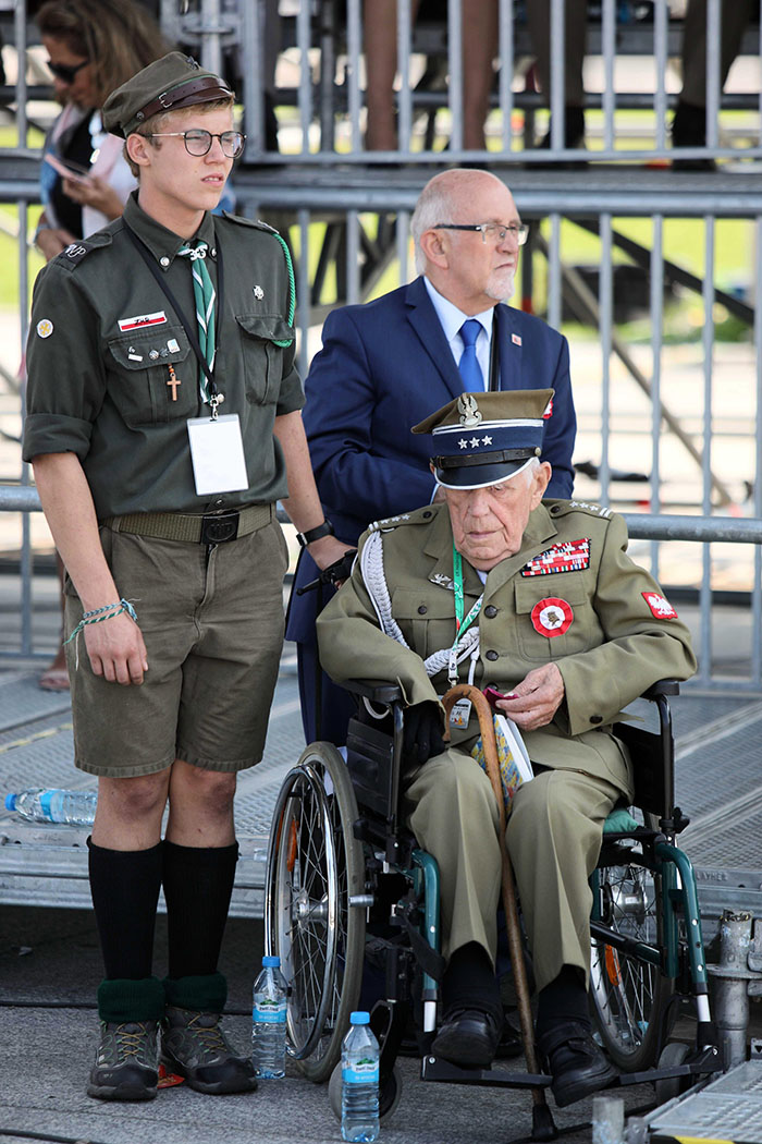 Veterano de la Segunda Guerra Mundial presente en la ceremonia en Varsovia. (Foto: EFE)