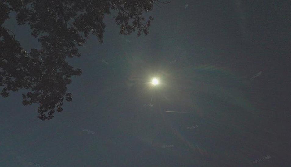 Así se aprecia el eclipse captado por las cámaras de Google Maps. Imagen se ha vuelto viral. (Foto: Google)