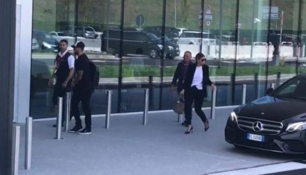 Mauro Icardi y Wanda Nara camino a París. (Foto: @SC_ESPN)