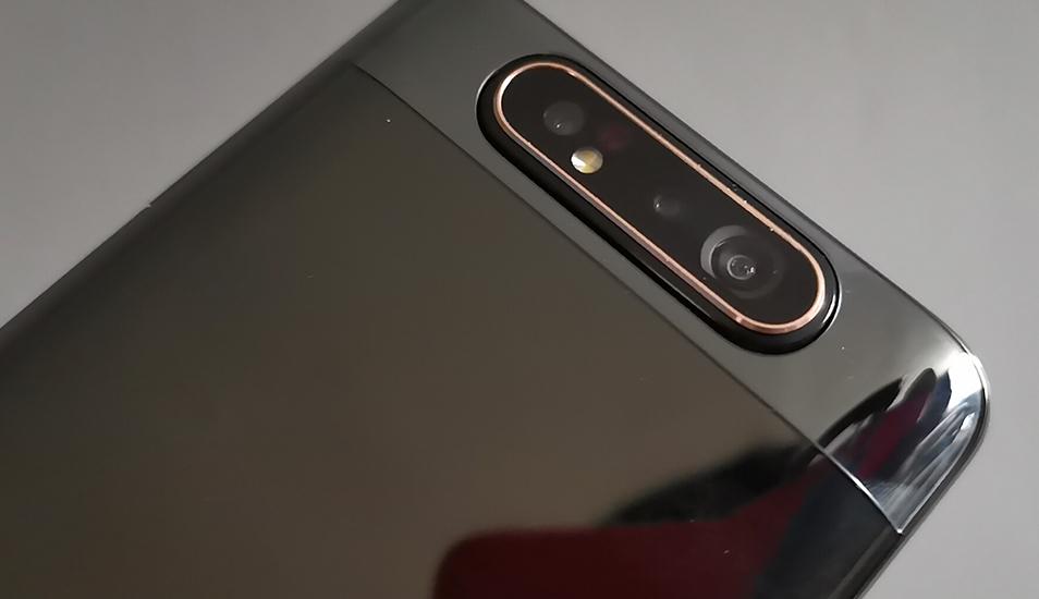 Conoce qué es lo que opinamos del smartphone de gama media con cámara giratoria y un todo pantalla, el Galaxy A80. (Foto: Laprensa)