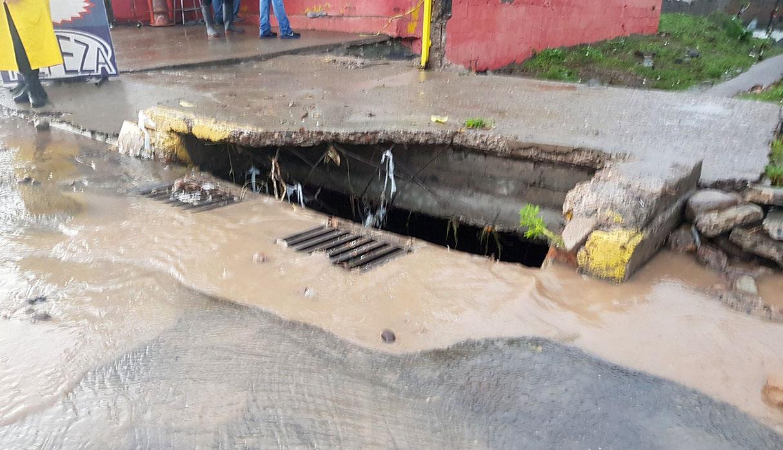 Este fue el sumidero por donde Alejandra cayó a la alcantarilla. (Foto: @PerezDiazMX)