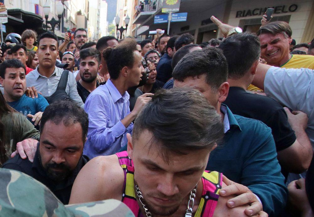 El ataque a Jair Bolsonaro en campaña electoral. (Foto: EFE)