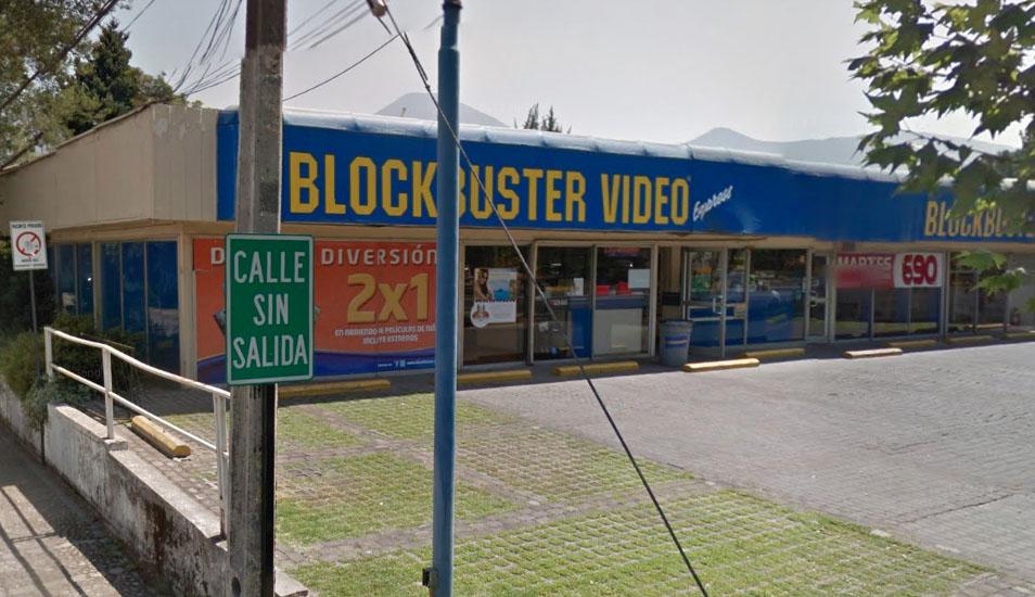Esta imagen de un Blockbuster el 2012 fue captada por Google Maps en Chile. (Foto: Google)