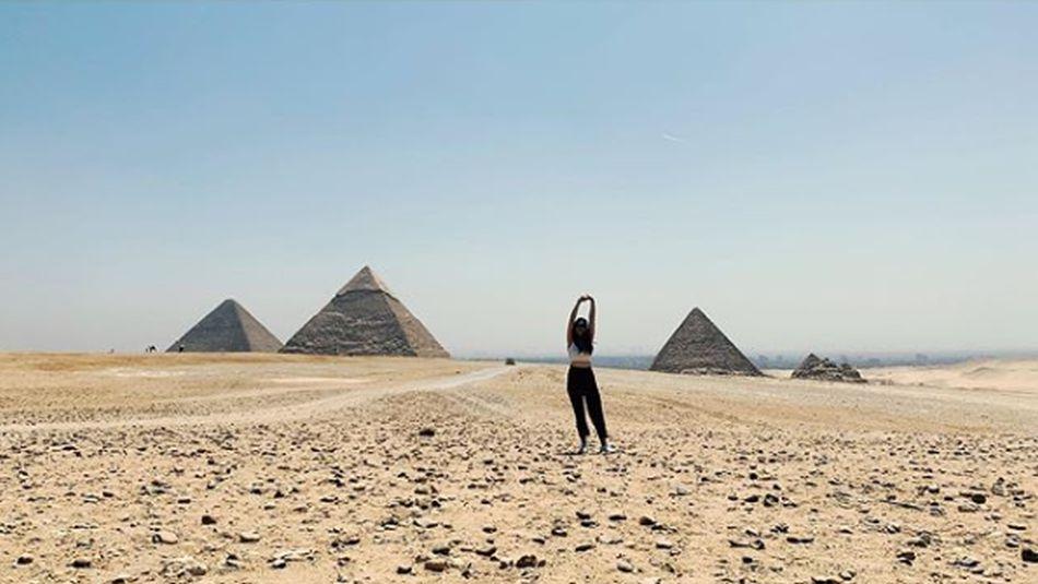 La actriz española viajó a Egipto y visitó las pirámides. (Foto: Instagram/Claudia Salas)