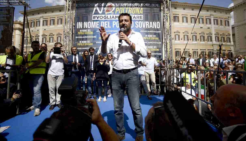 Matteo Salvini participó en una manifestación durante el nuevo voto de confianza del gobierno de Giuseppe Conte. (Foto: AFP)