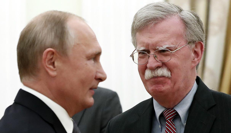 John Bolton se reunió con Vladimir Putin, presidente de Rusia, en Moscú, en octubre de 2018. (Foto: AFP/archivo)
