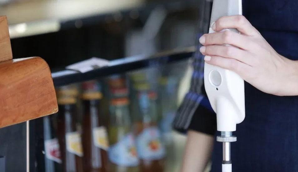 Para usar el bastón inteligente basta con decirle a dónde vamos y este nos llevará al lugar. (Foto: WeWalk)
