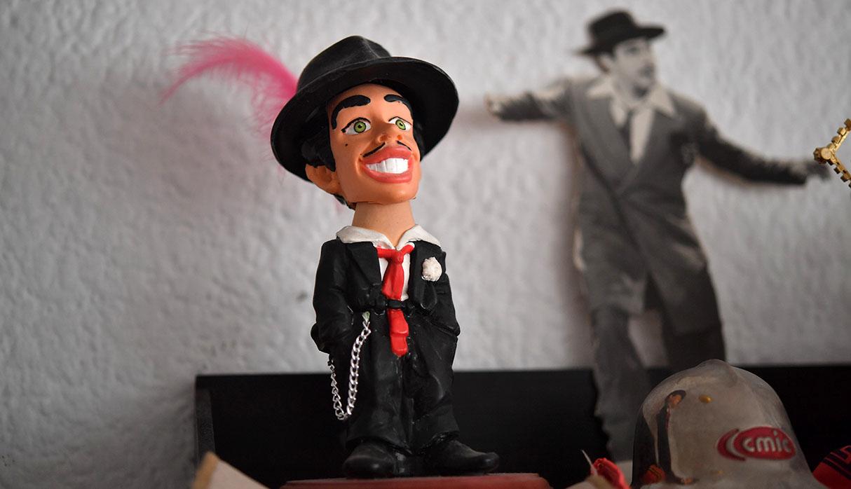 Vista de una figura de juguete del actor mexicano conocido como Tin Tan. (Foto: AFP)