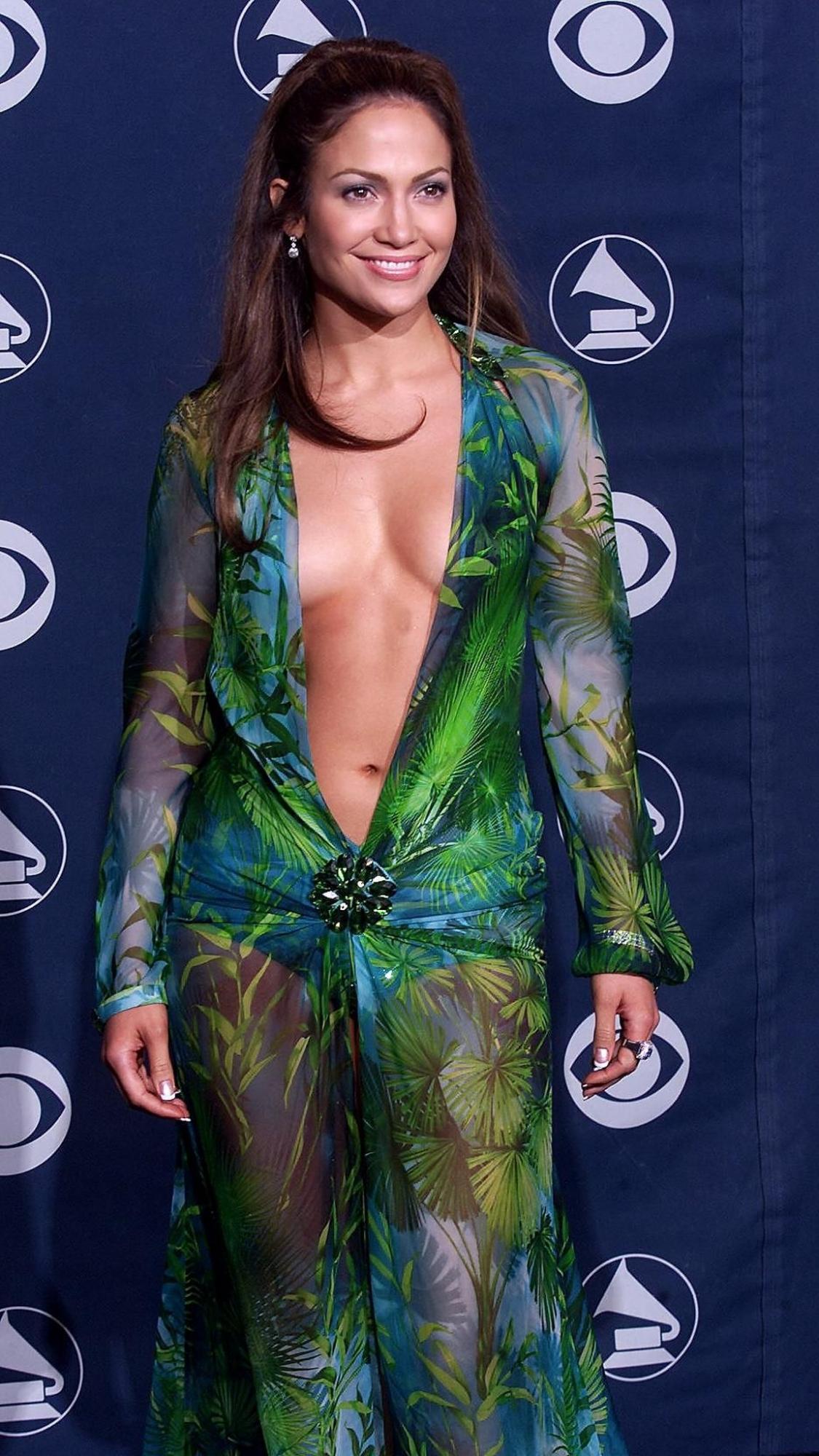 Así lució Jennifer Lopez en la ceremonia de los Grammy del año 2000. (Foto: AFP)