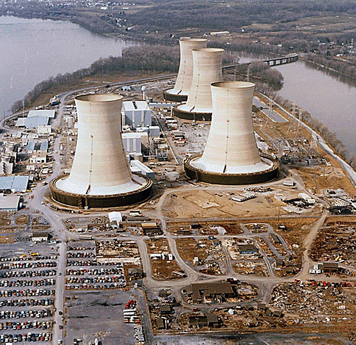 Esta foto de archivo tomada el 11 de abril de 1979 muestra una vista de la planta de energía nuclear Three Mile Island cerca de Harrisburg. (Foto: AFP)