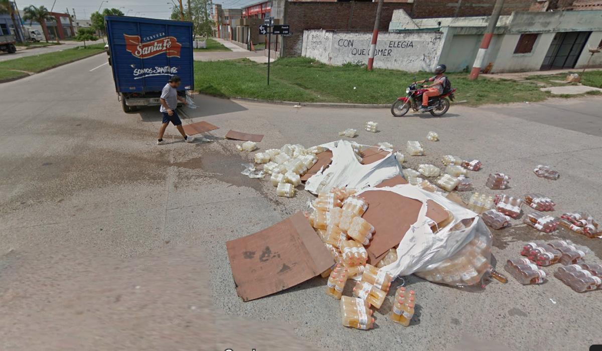 El caminó regó todas las bebidas en la pista, lo que generó que se vuelva viral en Google Maps.