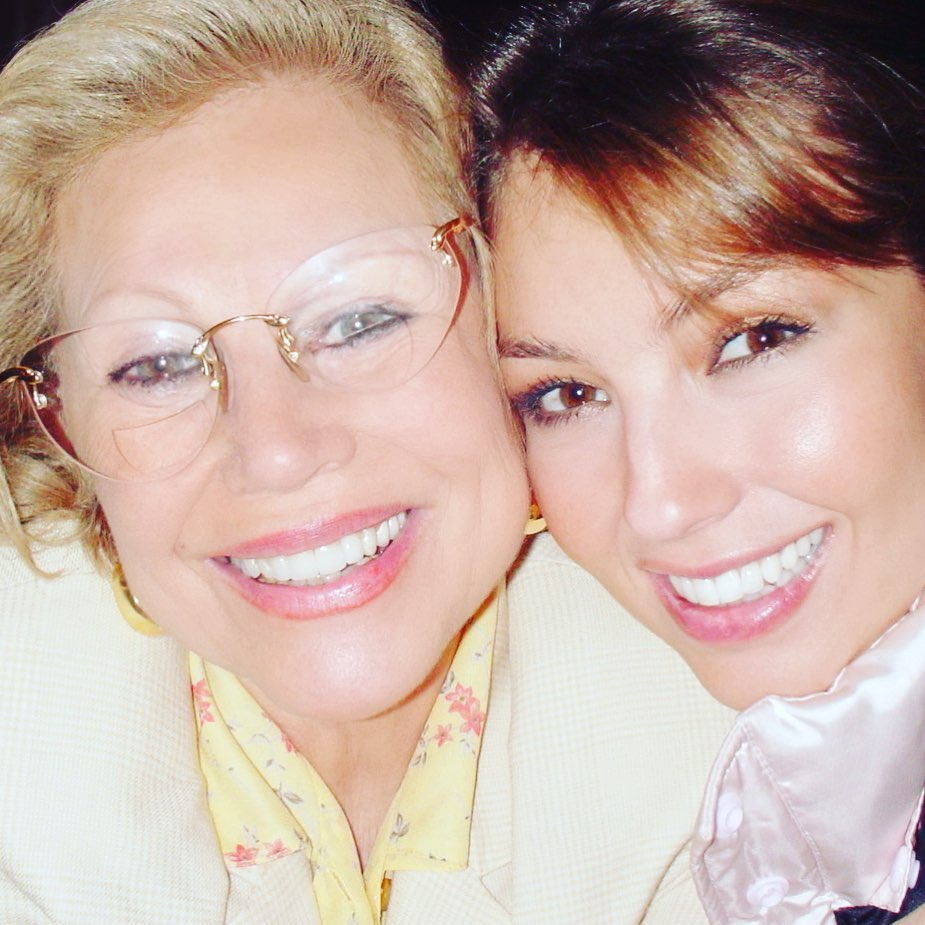 Thalía y junto a su madre. (Foto: Instagram)
