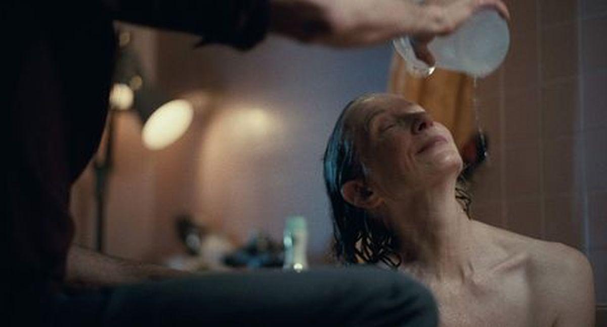 Penny Fleck es la madre de Arthur, interpretada por Frances Conroy. (Foto: Warner Bros.)