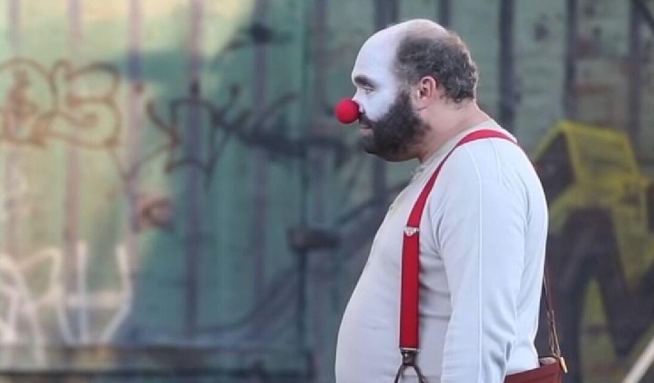 Es interpretado por Glenn Fleshler. Randall, al igual que Arthur, es también payaso. (Foto: Captura/Youtube)