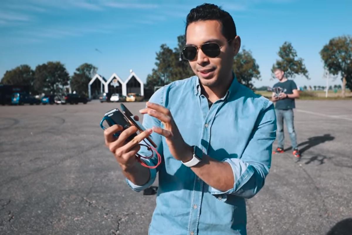 Para la prueba se ataron el iPhone 11 y el Nokia desde un drone. (Foto: Captura)