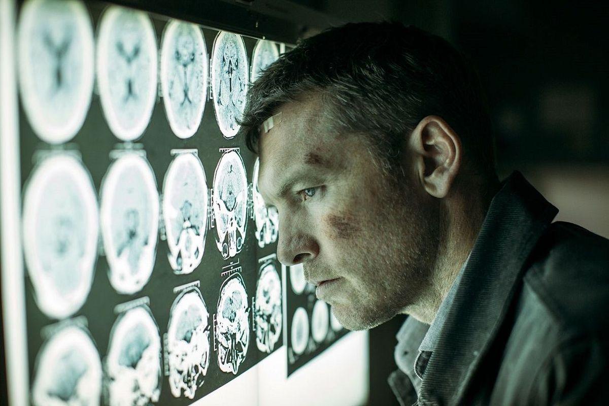 Ray cree que su familia fue llevada al hospital y hay una conspiración para que la oculten de él. (Foto: Netflix)