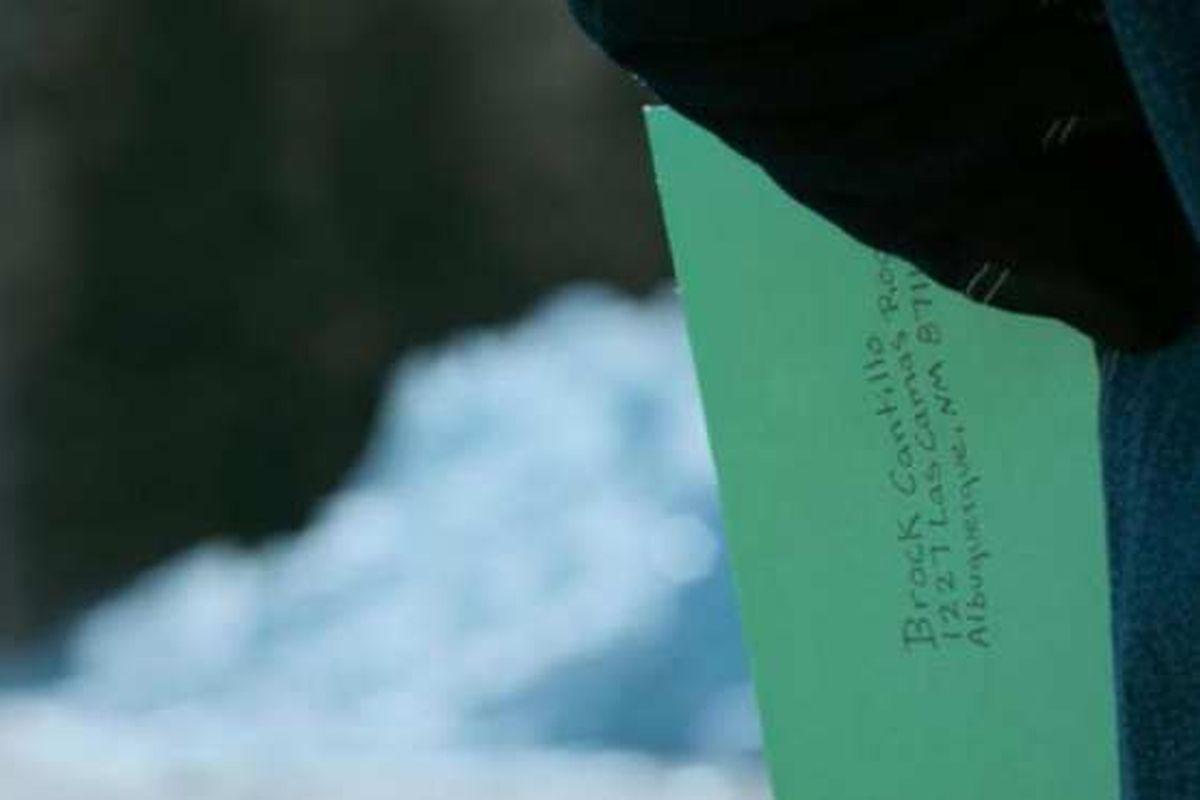 La carta que le entrega Pinkman a Ed. (Foto: Netflix)