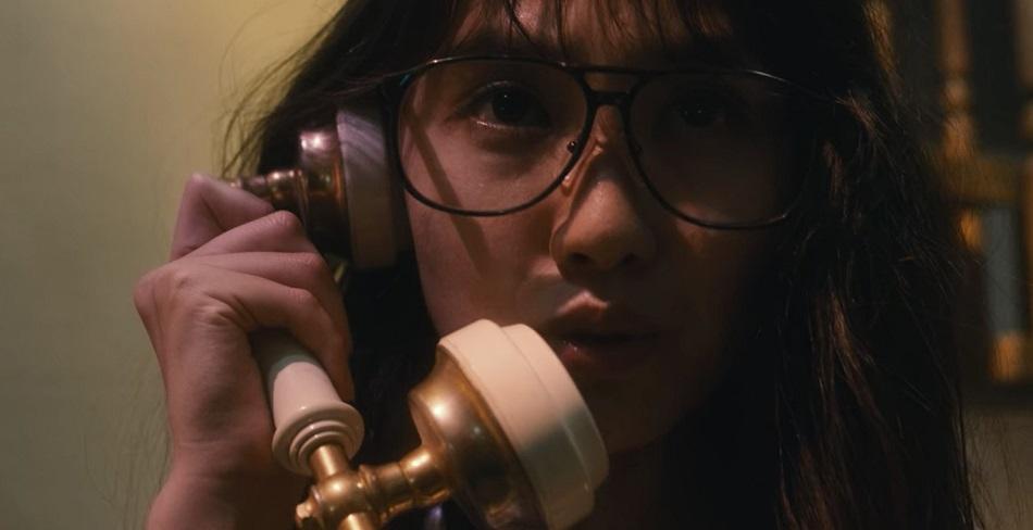 Mitsuko recibió una extraña llamada telefónica de Murata (Foto: Netflix)