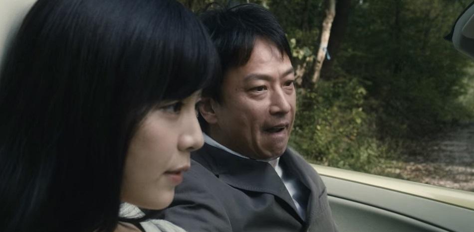 Murata se sube a un auto conducido por una mujer muy parecida a Eiko (Foto: Netflix)